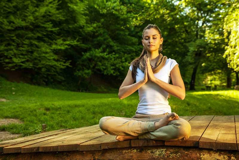 ec_meditate_woman001